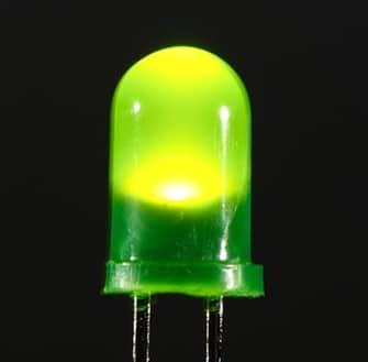Un LED verde.