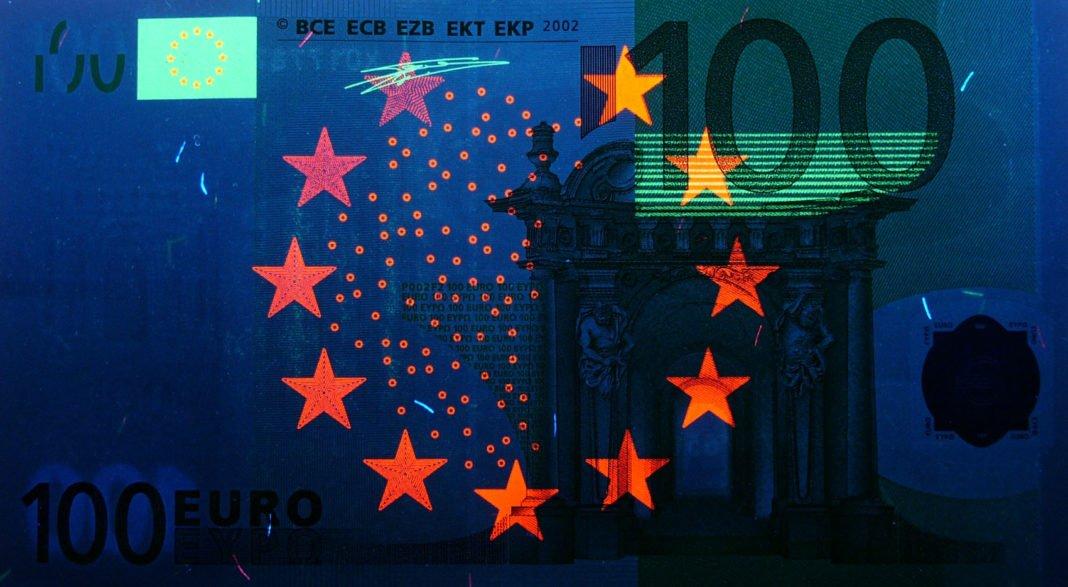 100 euro sotto UV