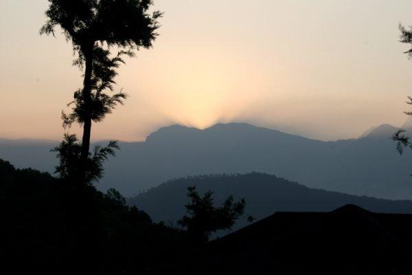 Alba fra le montagne di Tamil Nadu.