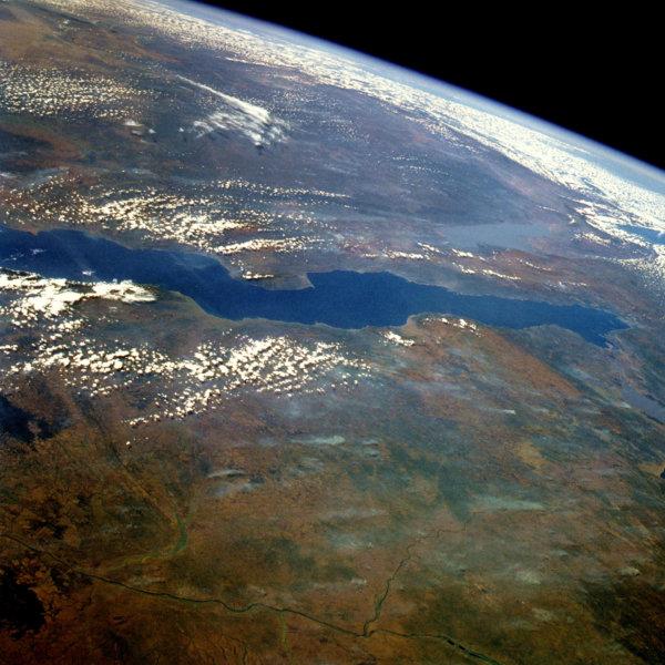 Foto dallo spazio del lago Tanganica
